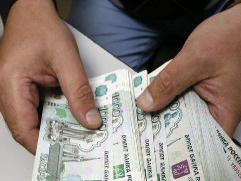 Банк выдаст компании деньги на зарплату, если у нее заблокирован счет