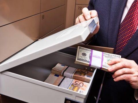 Банки блокируют счета, а потом требуют непомерную комиссию
